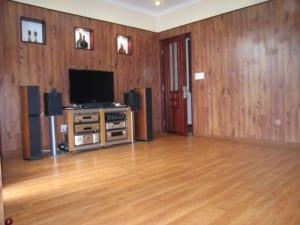 ốp tường nhựa vân gỗ phòng, báo giá ốp tường nhựa pvc vân gỗ, ốp trần nhựa giá rẻ hà nội.