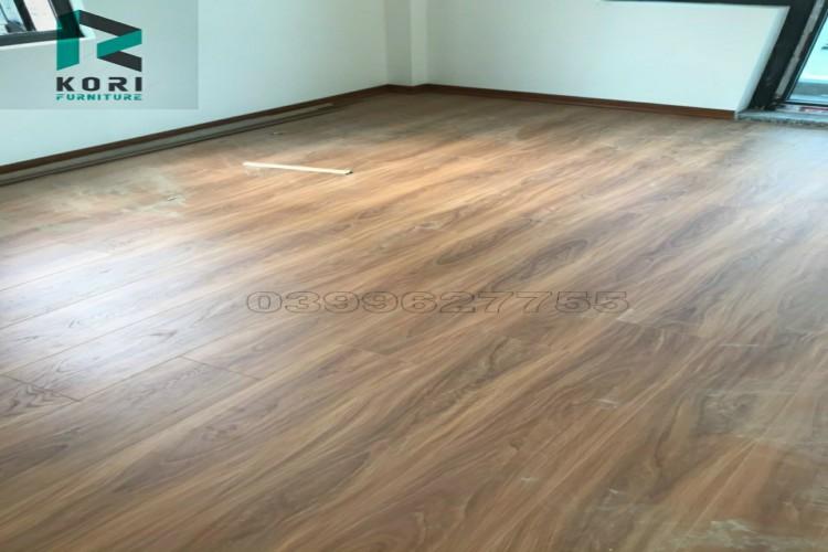 Dịch vụ thi công sàn gỗ công nghiệp tốt nhất hà nội, báo giá sàn gỗ công nghiệp, nên sử dụng sàn gỗ 8mm hay 12mm,