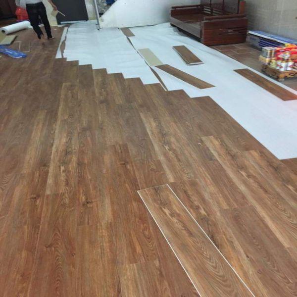 Thi công sàn nhựa hèm khóa giả gỗ Bến Tre