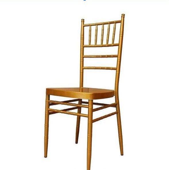 ghế màu vàng đồng